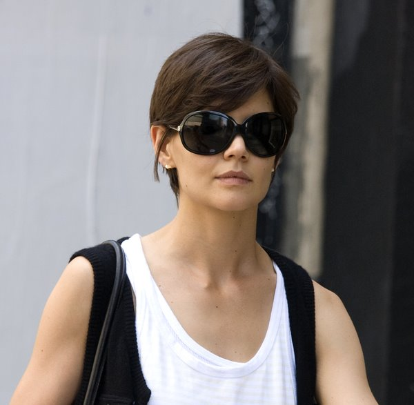 Celebrity hairstyles - haircuts: Katie Holmes short hairstyle