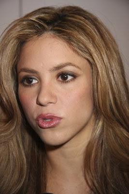 http://4.bp.blogspot.com/_NO2UOMMYKZ0/SMAKtFvJcfI/AAAAAAAABBA/_Z33sYAwphk/s400/Shakira+Wavy+Hairstyle.jpg