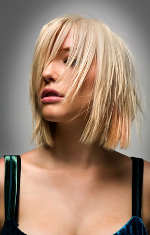 Latest Cool Hairstyles for Round Face Women Short
