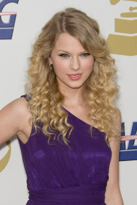 Taylor Swift Natural Hair, Long Hairstyle 2011, Hairstyle 2011, New Long Hairstyle 2011, Celebrity Long Hairstyles 2110