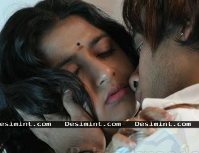 Hot Sexy South Indian masala Actress Meera Jasmine getting seduced by a male : South Indian Masala