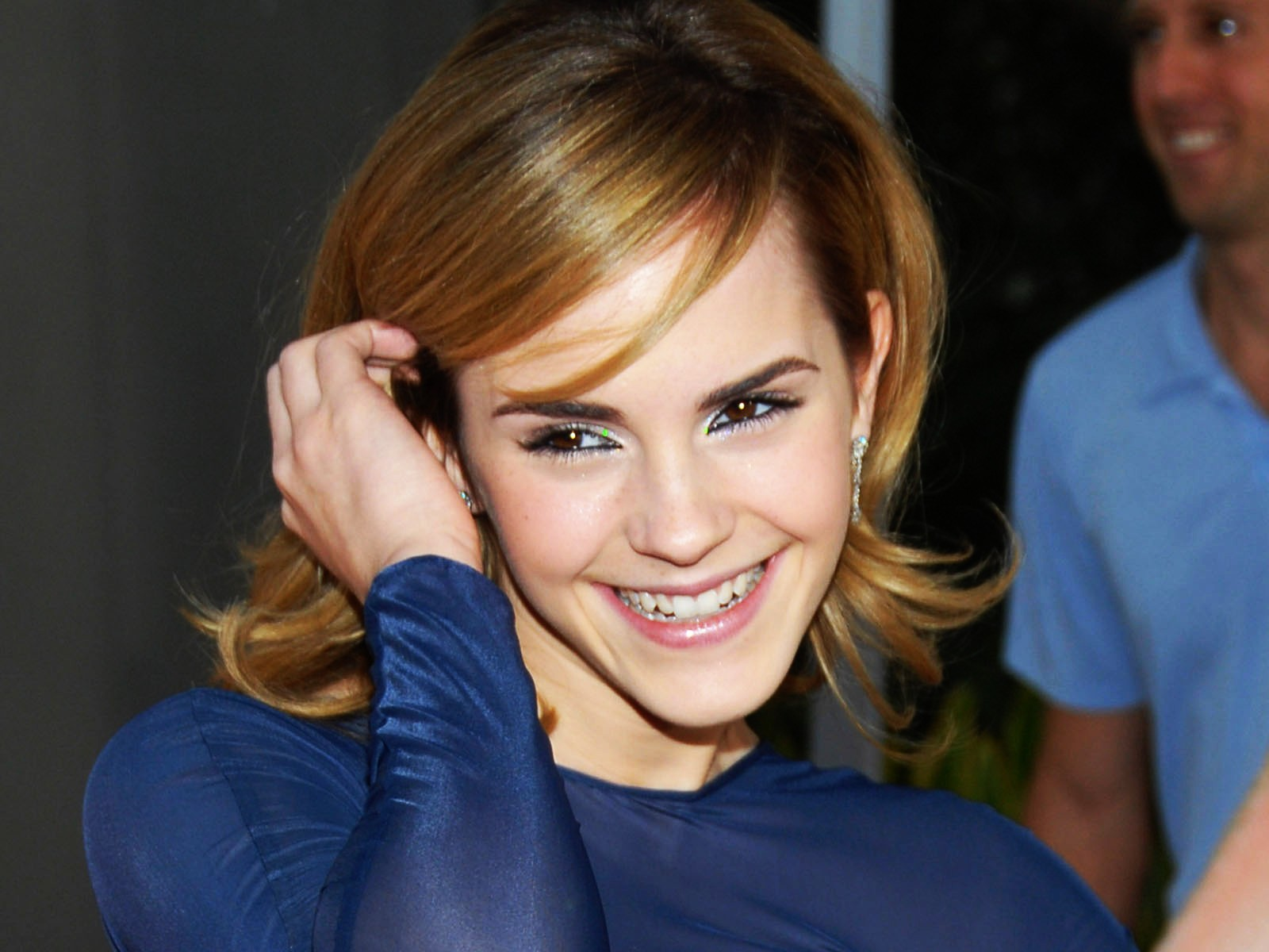 http://4.bp.blogspot.com/_NOdEQKztDvs/TPE-sMn8pDI/AAAAAAAAFiY/XHVcHCn8xYA/s1600/emma_watson_close_up_at_tale_of_despereaux_premiere-normal.jpg