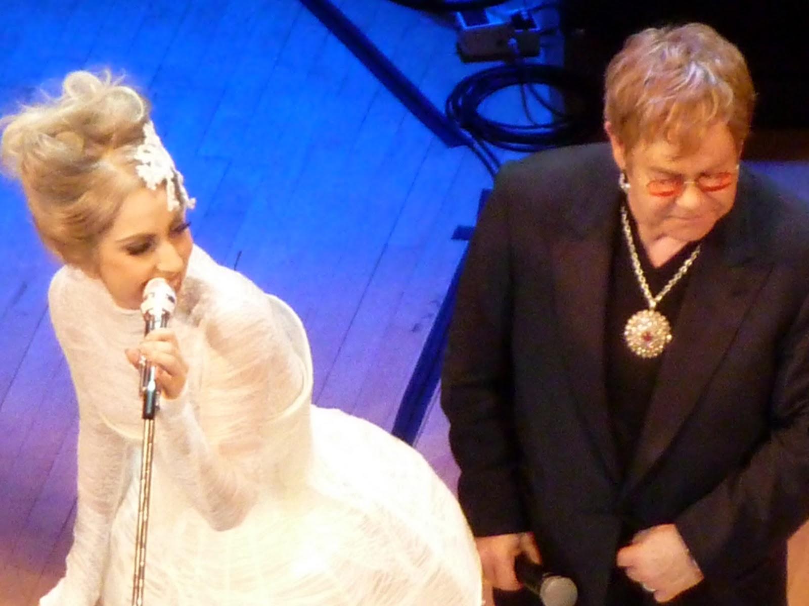 http://4.bp.blogspot.com/_NPKjwqQZ1Cw/TQjSbADuxVI/AAAAAAAABXU/-Njvl6Qkpnc/s1600/Gaga-and-Elton-Carnegie.jpg