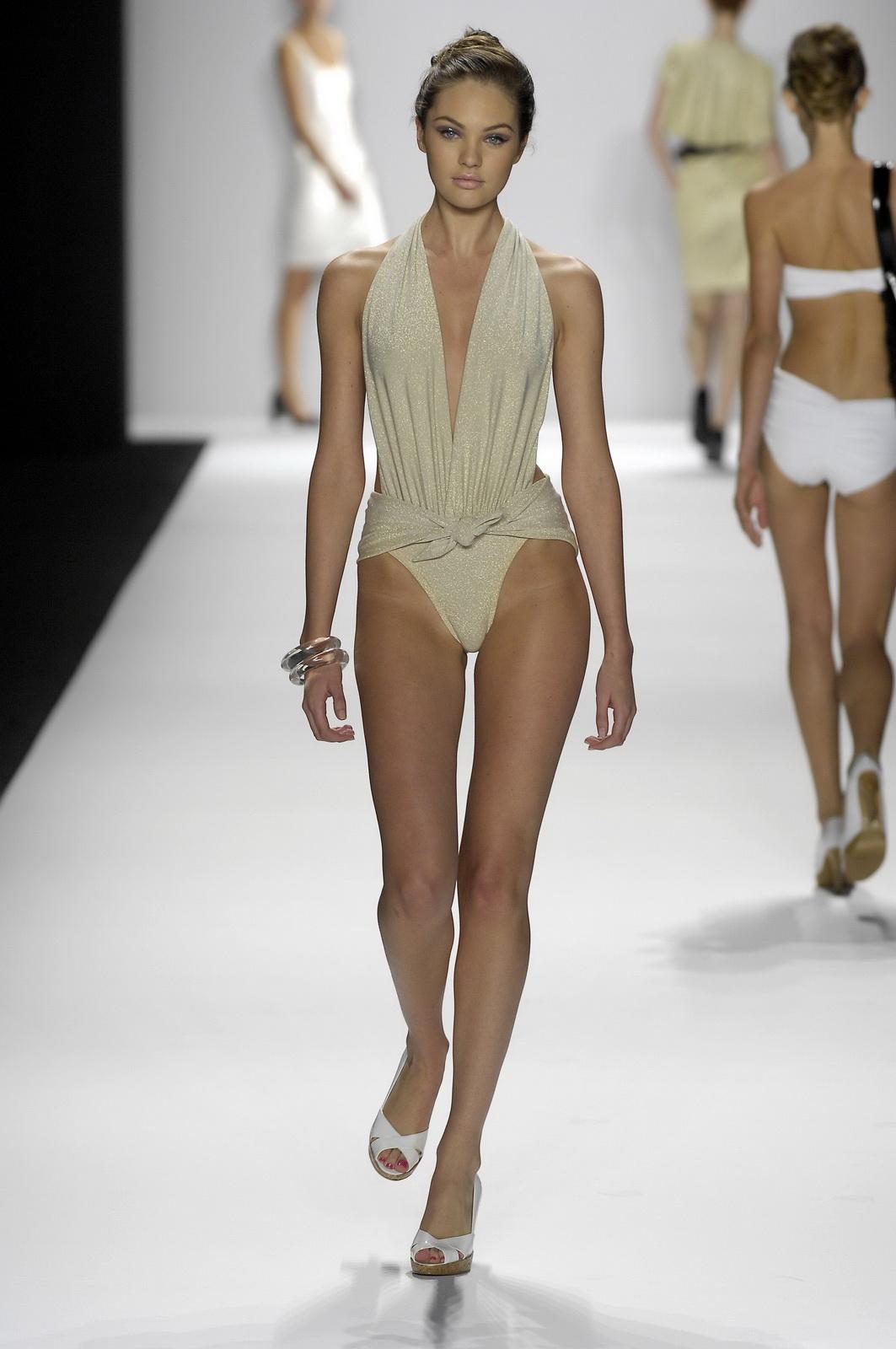 http://4.bp.blogspot.com/_NRGPIrDtEg8/TQsbZ3CXZhI/AAAAAAAAAXw/TmgMSGYPdkM/s1600/Candice_Swanepoel_supery_Bathing_Suit_6.jpg