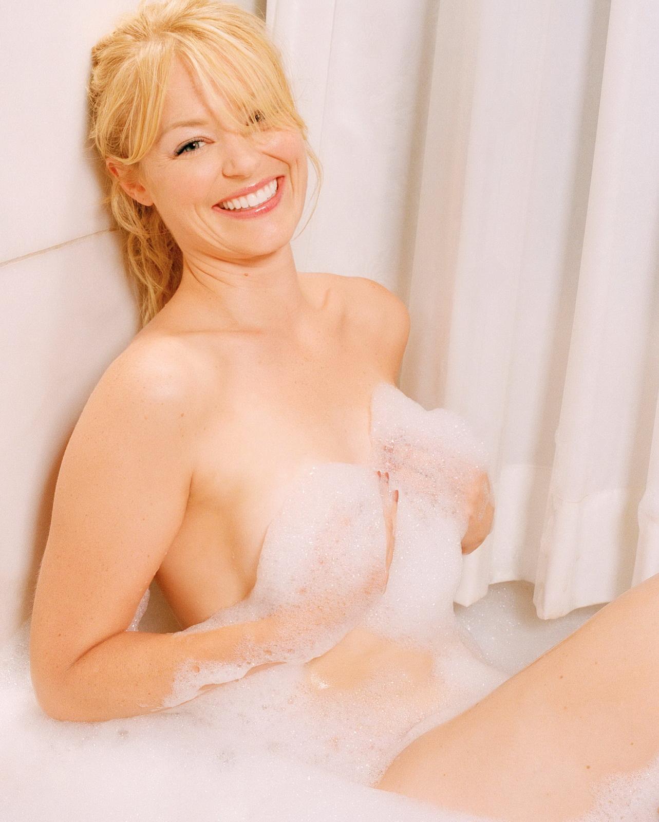 http://4.bp.blogspot.com/_NRGPIrDtEg8/TQsg8CNChPI/AAAAAAAAAYo/zG-c1o6I9Oo/s1600/Ross_Charlotte_nude_big_tits_bath_2.jpg?breasts%20ass