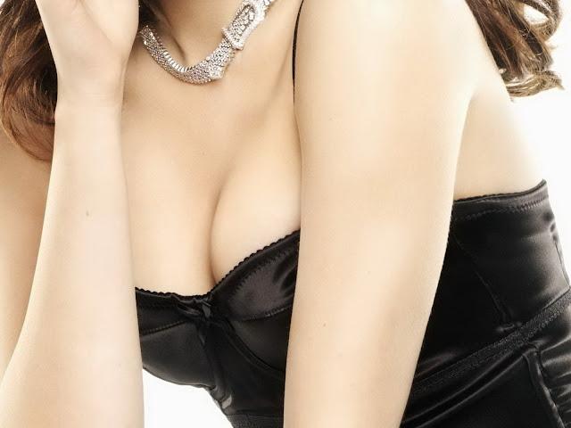 Kristen Stewart sexy lingerie