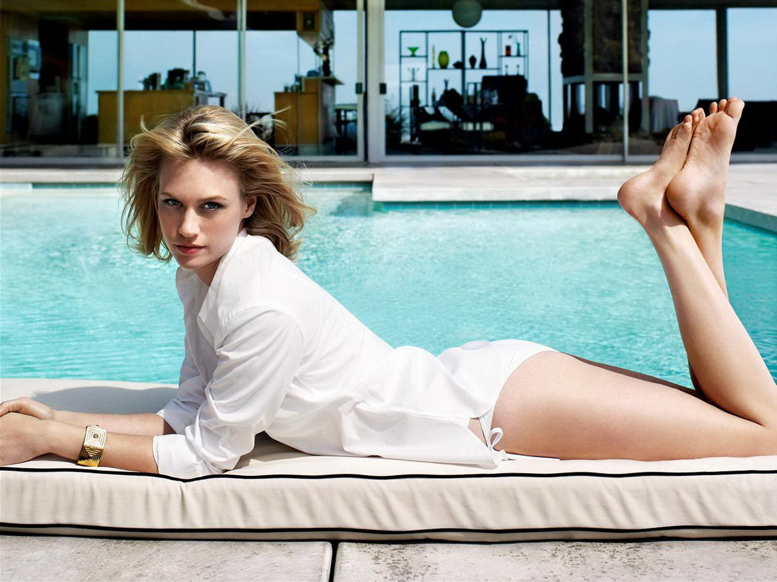 http://4.bp.blogspot.com/_NRGPIrDtEg8/TRC-s1VWIvI/AAAAAAAAAgk/Jh_VD7mOLBw/s1600/January_Jones_sexy_whit_bikini_Pamela_Hanson_1.jpg