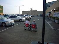 屋上駐車場の一角で体験