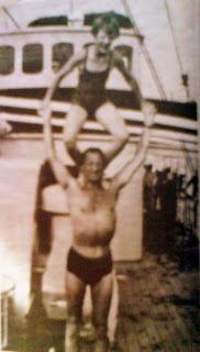 Dronning Margrethe og far leger cirkusartister