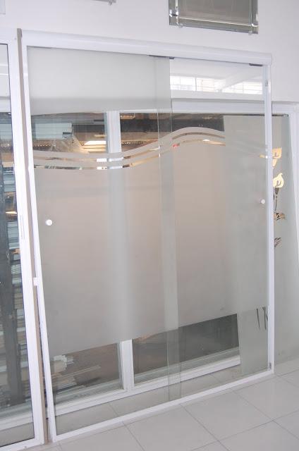 Puertas De Baño Biseladas:VENTANAS Y PUERTAS TÉRMICAS: cancel de cristal templado arenado