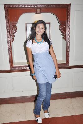 http://4.bp.blogspot.com/_NUAR21m_-HE/TNDkMHXJp5I/AAAAAAAAEDg/QxLKaDxtzdk/s1600/sindhu-samaveli-stills-015.jpg
