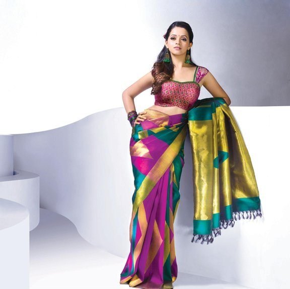 Actress Bhavana Latest Pics in Saree glamour images