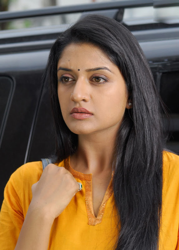 Actress Vimala Raman HQ Latest Stills glamour images
