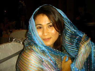 foto ngintip belahan dada artis manohara kumpulan gambar
