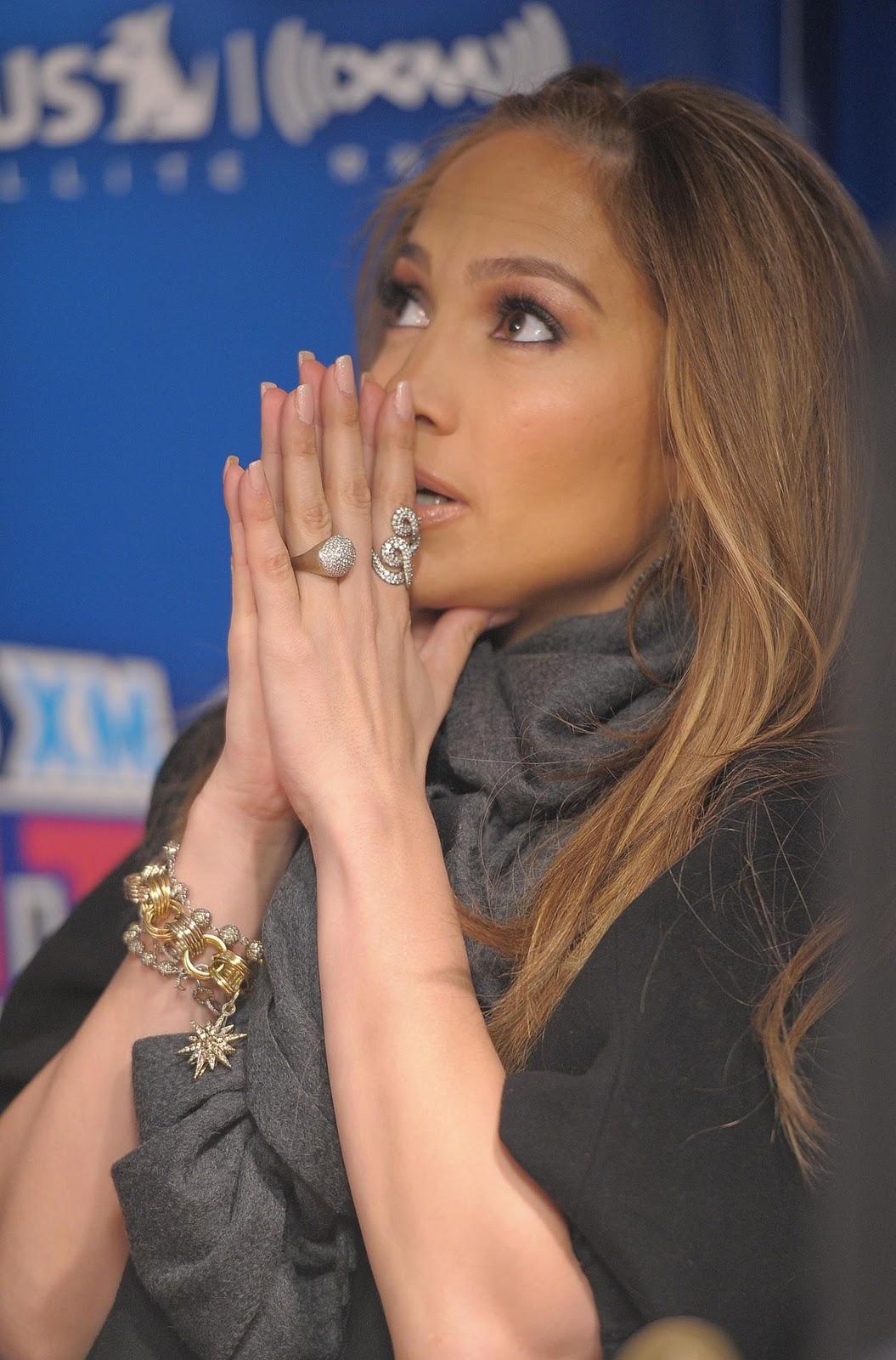 http://4.bp.blogspot.com/_NVrzrZehSts/TUsin_syibI/AAAAAAAACS0/zl_V5VRVtMA/s1600/Jennifer+Lopez+in+H.Stern+for+Sirius+XM+.jpg
