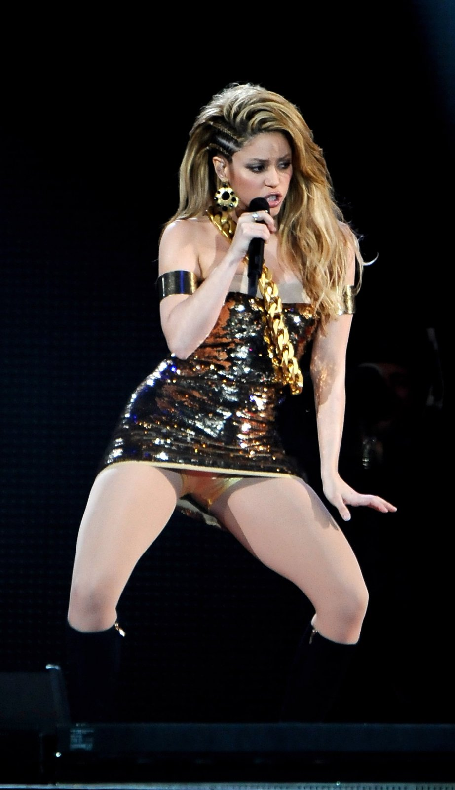 Shakira shows up at an Award Ceremony
