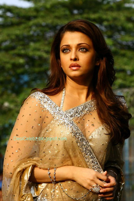 Aishwarya Rai cleavage from Movie Enthiran