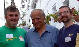 En la imagen, Miguel Ángel Sevilla (centro) en Las Cuatro Esquinas, con Cristóbal Ríos (izquierda) y Álex Pérez
