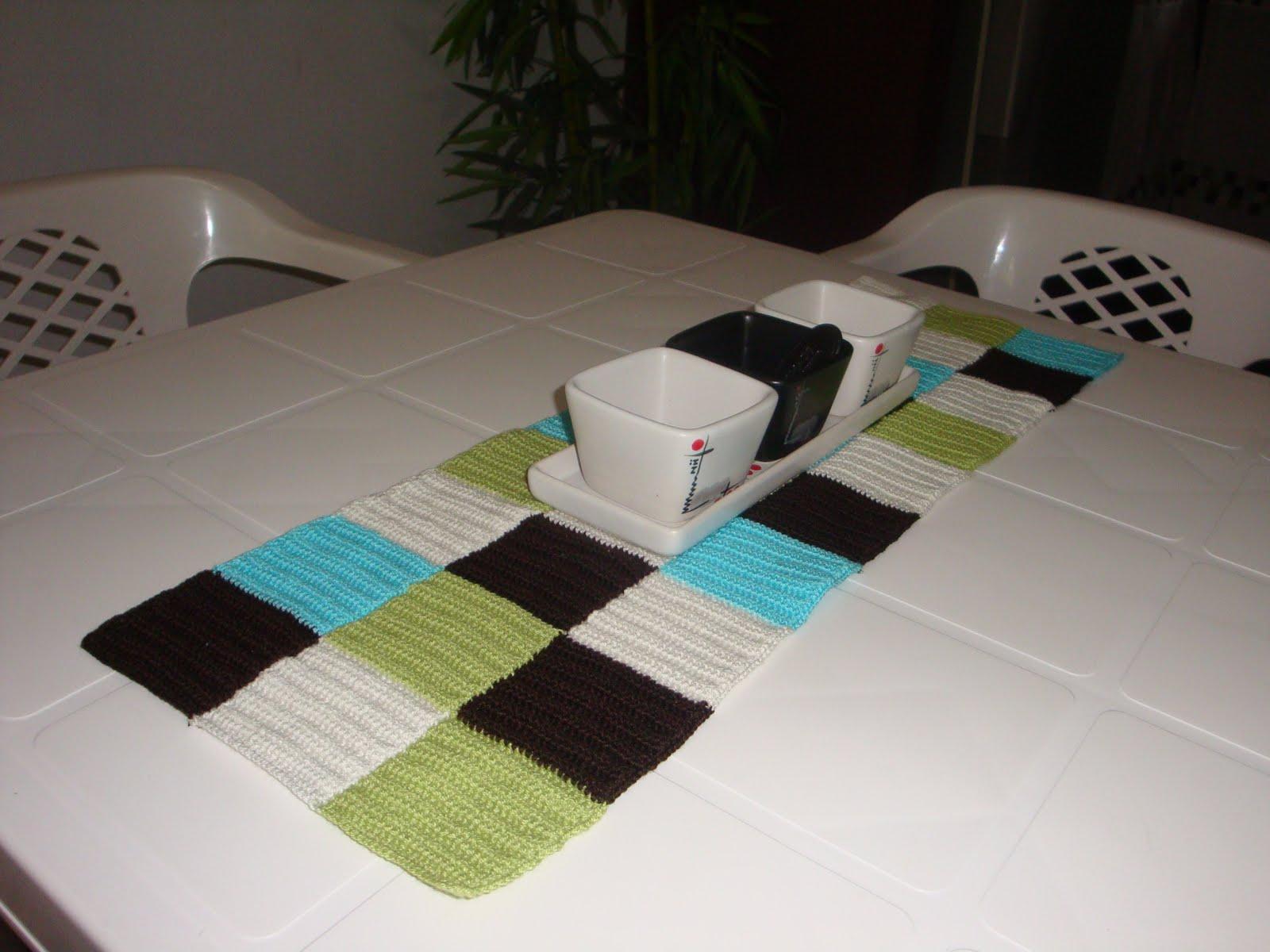 Creando de todo un poco camino de mesa for Como hacer caminos de mesa modernos