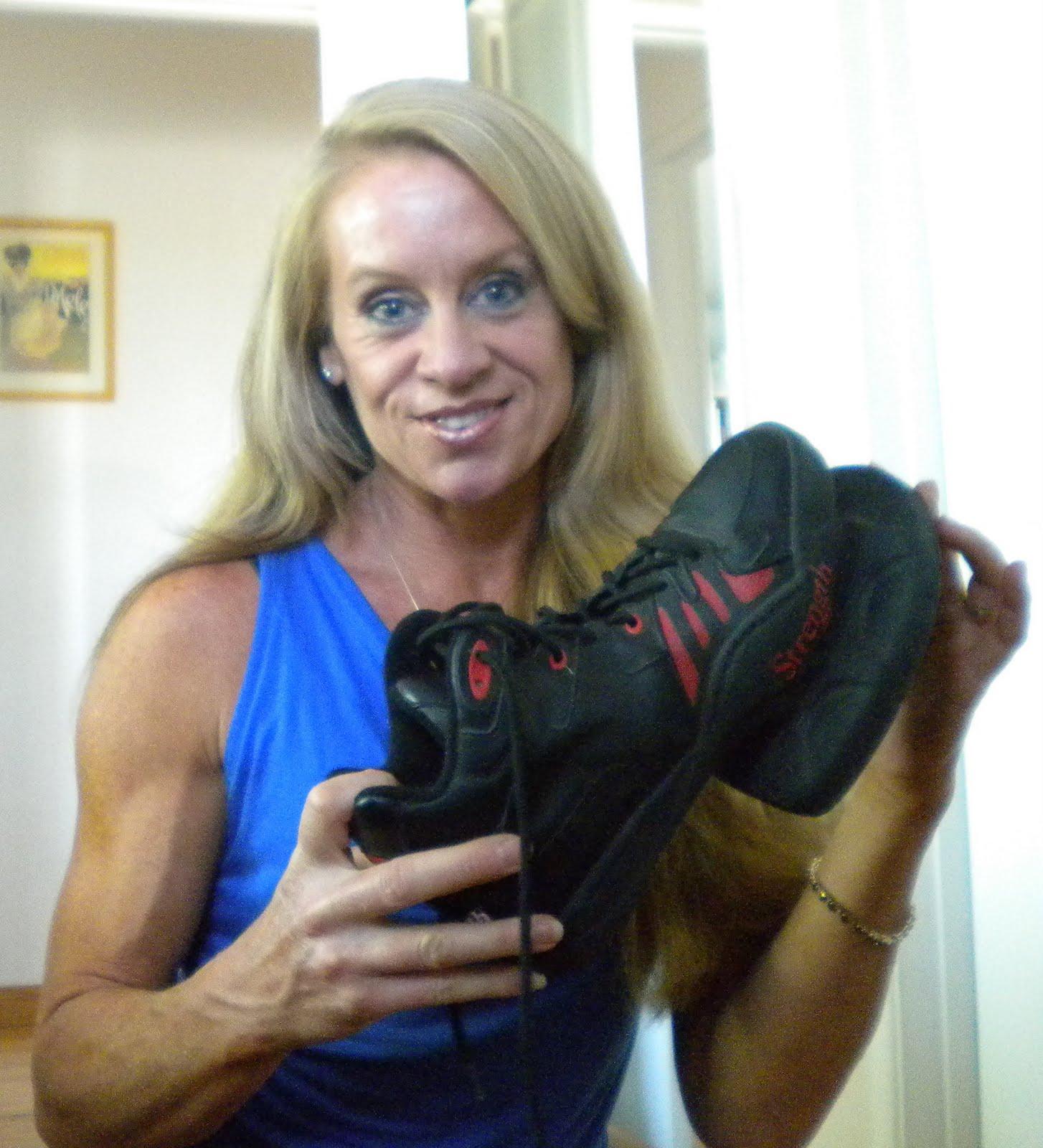 http://4.bp.blogspot.com/_NZ2Us8i0XkE/TBLkASh27sI/AAAAAAAAIvU/s9cM0vPlNbA/s1600/My%2BShoes.jpg