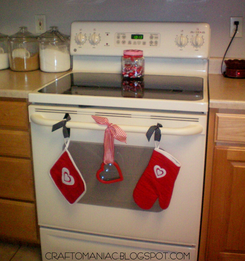 Diy valentine oven decor craft o maniac - Diy kitchen wall decor ...