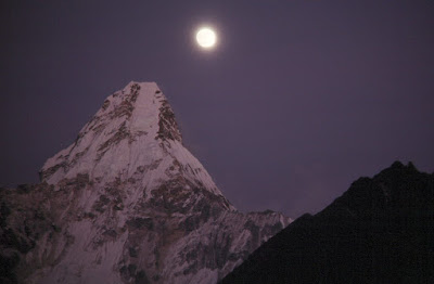 Mount Everest inthe Night Photo Pics