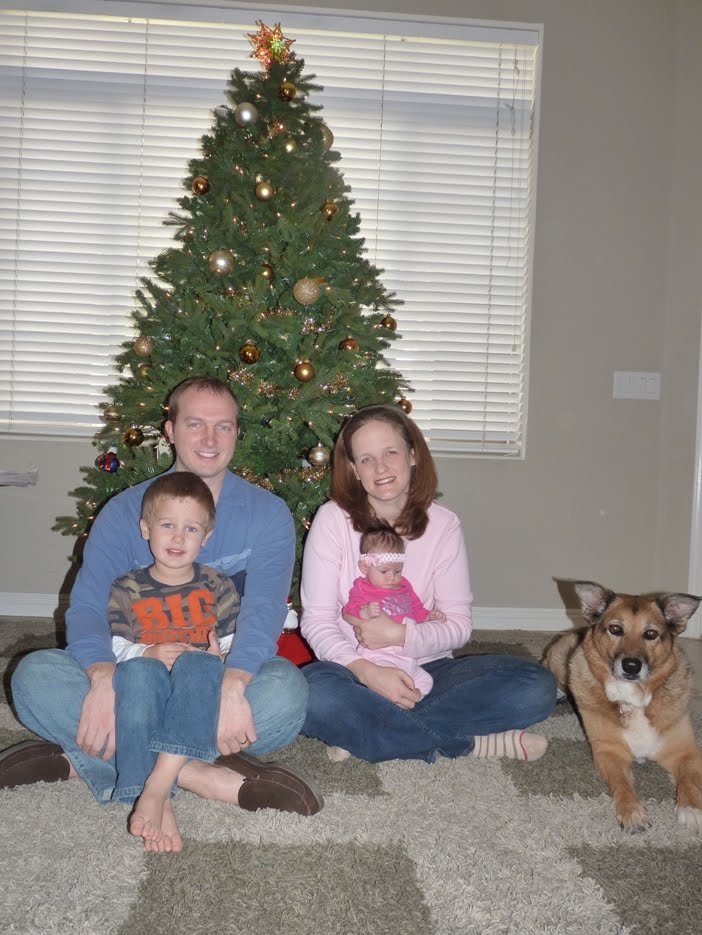 http://4.bp.blogspot.com/_NaV_YjDPvsw/TQuXOTVlQeI/AAAAAAAABQg/8iwmVBKfDSI/s1600/Dec04_Family%2BPhoto_005.JPG