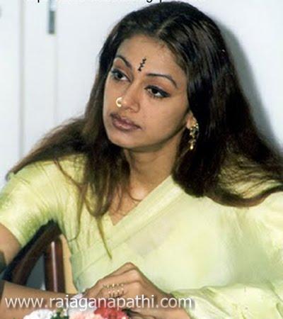 old actress shobana latest photo shoot gateway to world