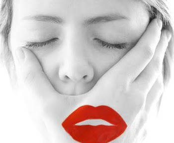 Procuro uma boca, que fale a minha língua.