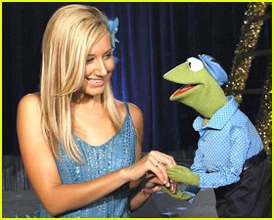 http://4.bp.blogspot.com/_NeNaQCQaOU0/SI0K27ZBv5I/AAAAAAAALnc/eX1ebUpJ4sM/s400/miley-cyrus-muppets-02.jpg