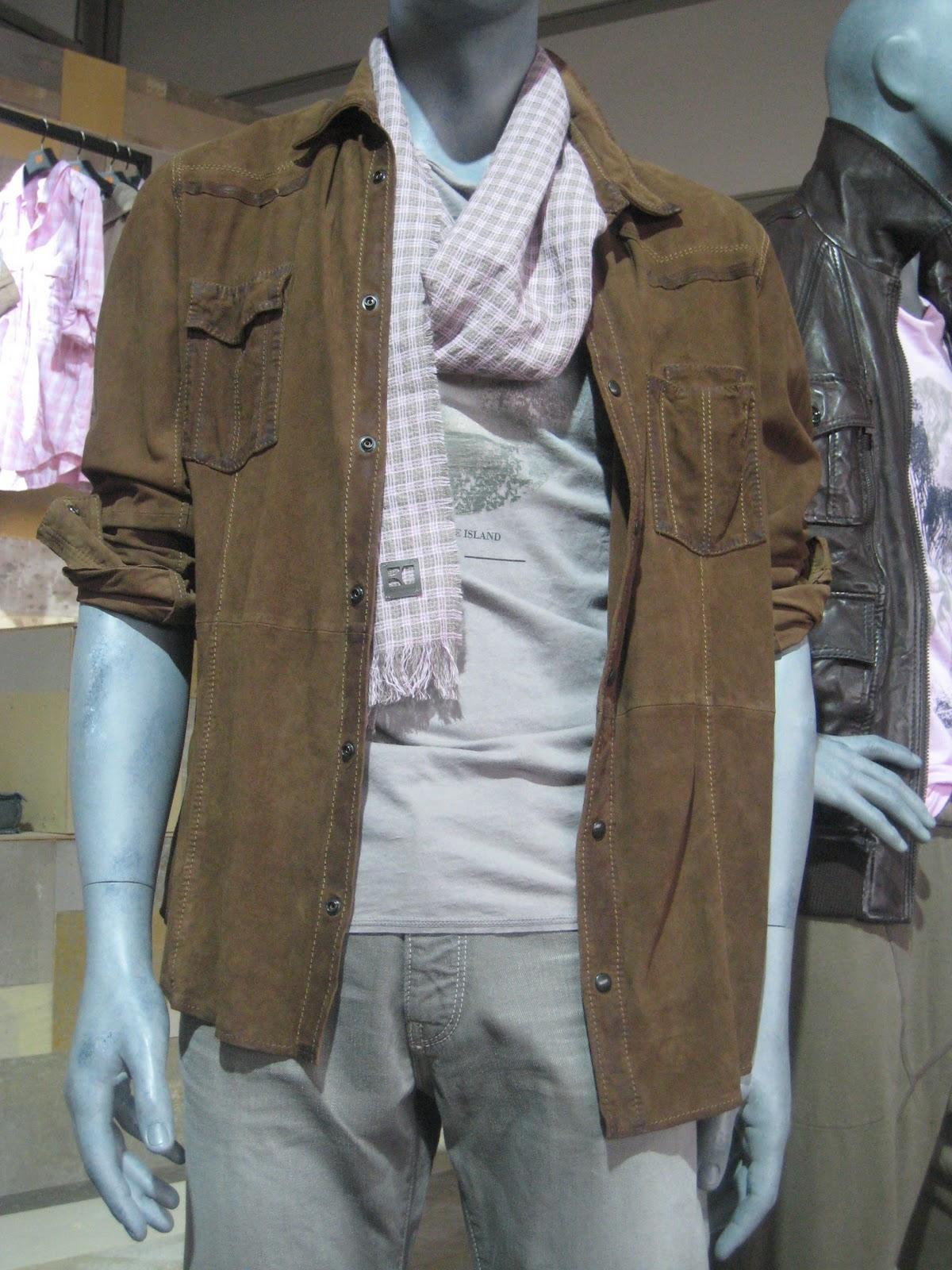 http://4.bp.blogspot.com/_NeTpqH7IRW8/TDWmOJ_mFVI/AAAAAAAABag/ZUH98Mwi3oU/s1600/01.+Menswear+-+Boss+Orange.jpg