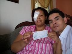 Entrega de otro cheque para su tratamiento Pos-Operación de 5,000 pesos.