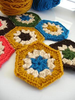 Crochet Granny Square Patterns on Pinterest | 160 Pins