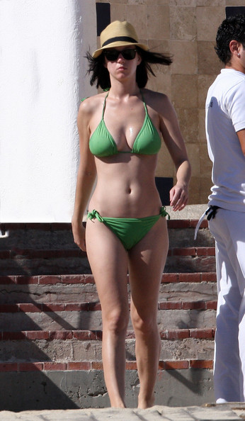 Hot Girls Bikini Pictures
