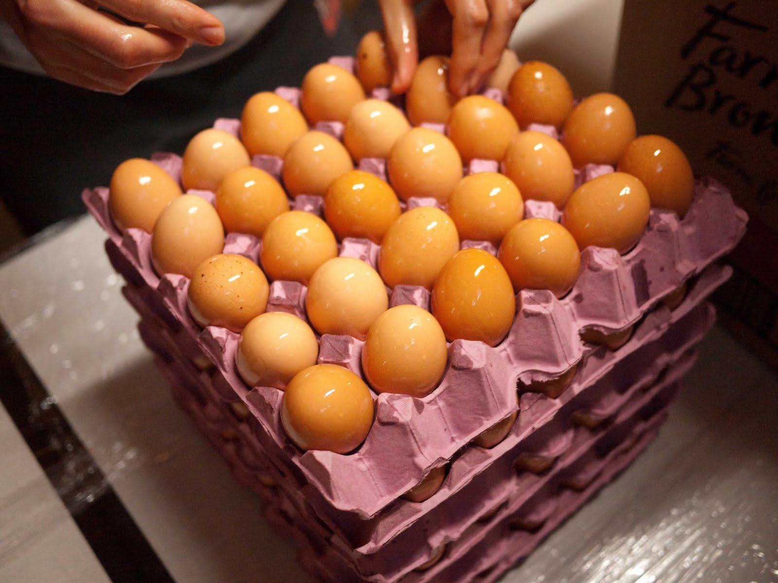 external image Egg+Oiling-1000984.jpg