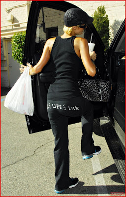 Paris Hilton at tanning salon Photos