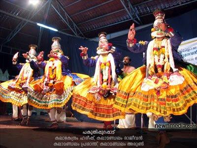 Pakuthippurappadu (Pakuthi Purappadu: Kalakendram Hareesh, Kalamandalam Rajeevan, Kalamandalam Prashanth, Kalamandalam Arun.