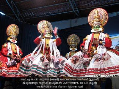 Nalacharitham Onnam Divasam Kathakali: Kalamandalam Rajeevan as Indran, Kalamandalam Gopi as Nalan.