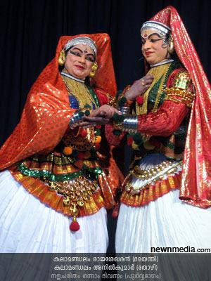 Nalacharitham Onnam Divasam Kathakali: Kalamandalam Rajasekharan as Damayanthi, Kalamandalam Anilkumar as Thozhi.