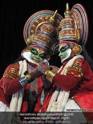 Nalacharitham Onnam Divasam - Uthara Bhagam Kathakali: Kalamandalam Krishnakumar (Nalan), Kalamandalam Balasubrahmanian (Indran).