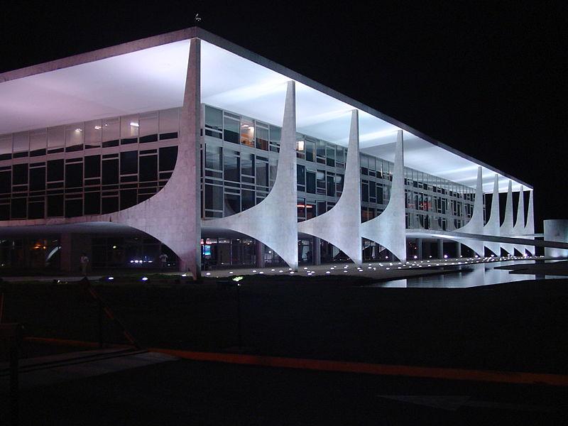 http://4.bp.blogspot.com/_NjUov1-0KnU/S9NKEhCo6KI/AAAAAAAALcU/efWIs4kY38Q/s1600/66+Brasilia+--+Planalto_Palace_at_night.jpg
