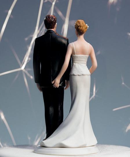 roliga tårtdekorationer bröllop