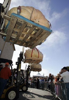 Pumpkin weighs 1,524-Pound