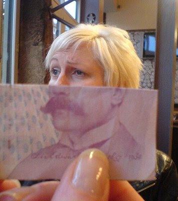 Illusion created using banknotes (11) 4