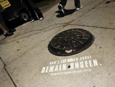 Creative and Clever Uses of Manhole In Advertisements (6) 3
