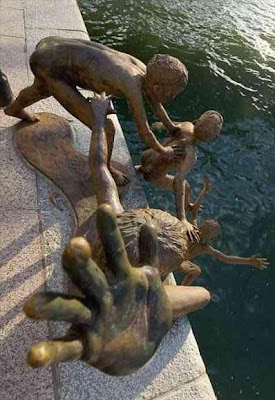Interesting Statues From Around The World (36) 25