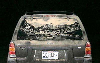 Painting on car windows using dirt (11) 16