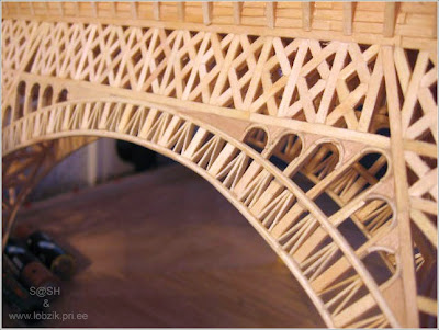 Eiffel Tower made from matchsticks (4) 2