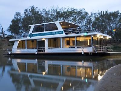 Houseboats (12) 9