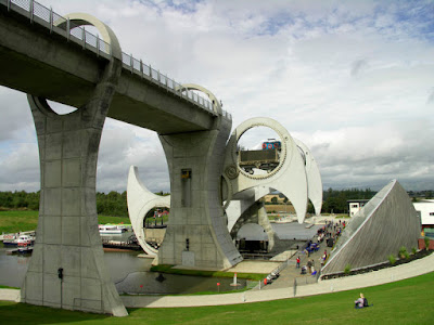 The Only Rotating Boatlift In The World - The Falkirk Wheel (11) 4